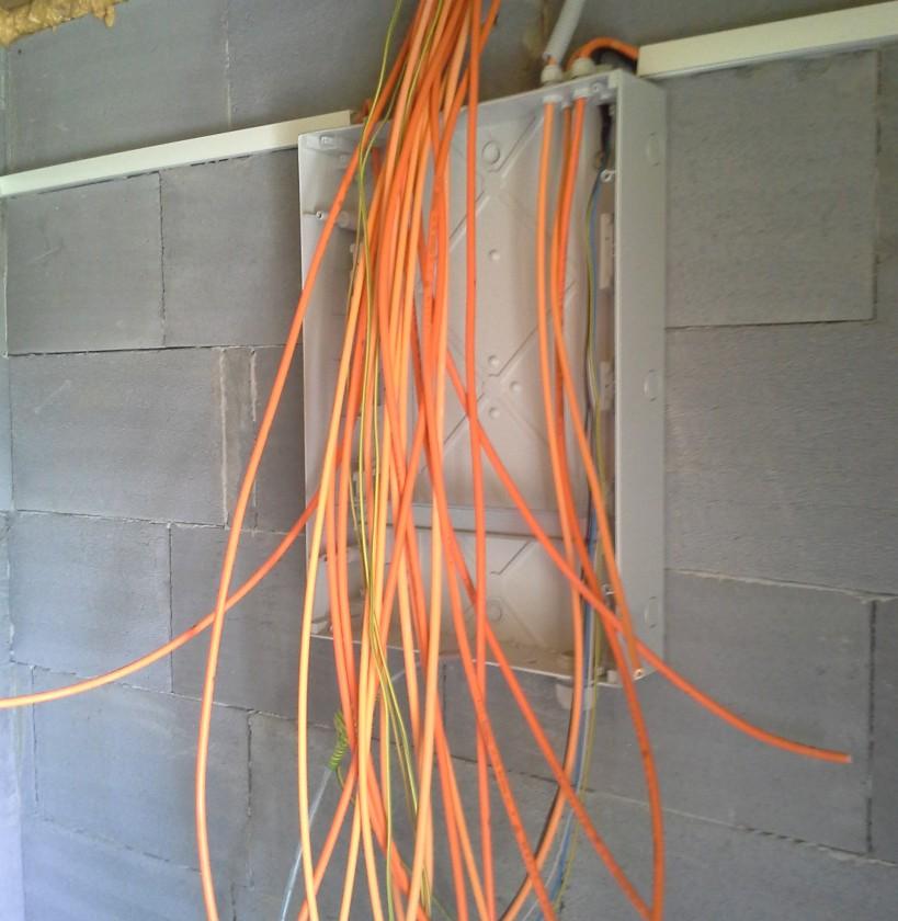 Skrinka ABB Mistral55, káble bezhalogénové s vyššou požiarnou odolnosťou